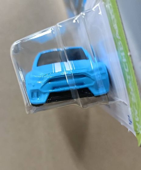 Hot-Wheels-Mainline-2022-Ford-Focus-RS-003