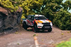 Tarmac-Works-Toyota-Hilux-TRD-002