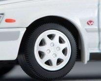 Tomica-Limited-Vintage-Neo-Nissan-Laurel-2500-Twincam24V-Medalist-V-1992-White-007