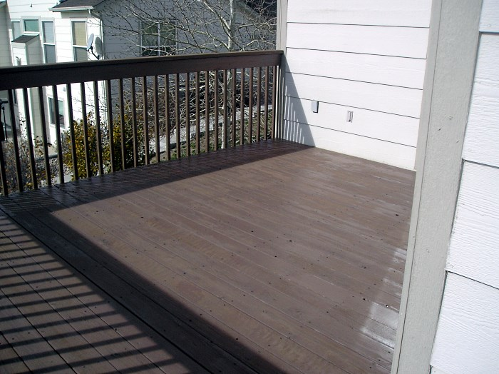 Redwood Deck Restaining