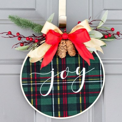 Four DIY Wreath Projects for  your Holiday Door Decor