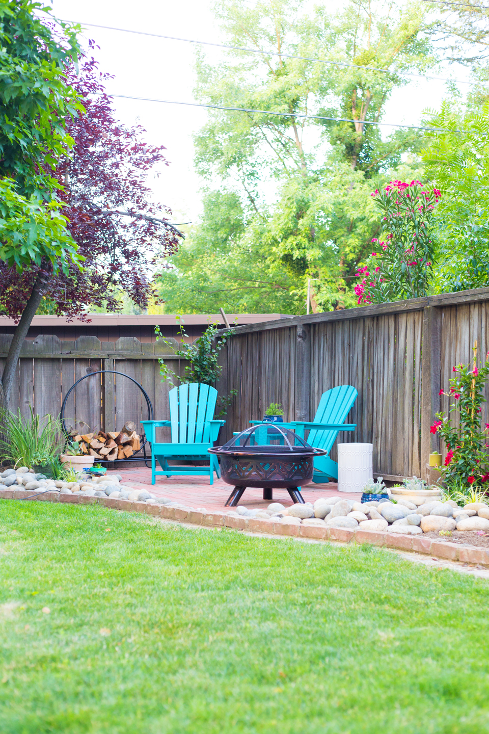 Backyard Before and After Makeover Ideas | Small Backyard ... on Small Backyard Landscaping  id=47678