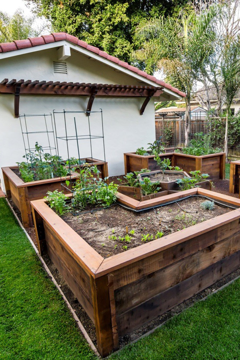 Backyard Before and After Makeover Ideas | Small Backyard ... on Small Backyard Renovation Ideas id=43024