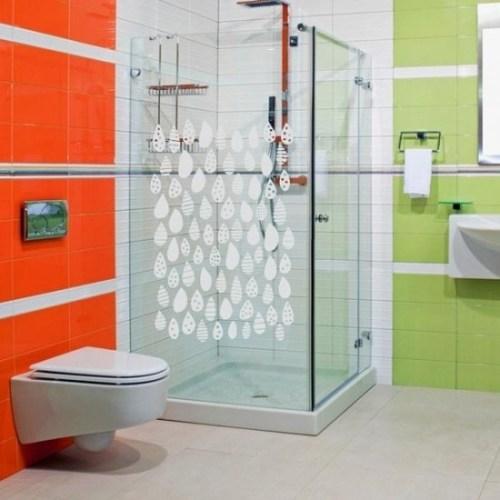Adesivi sulla cabina doccia