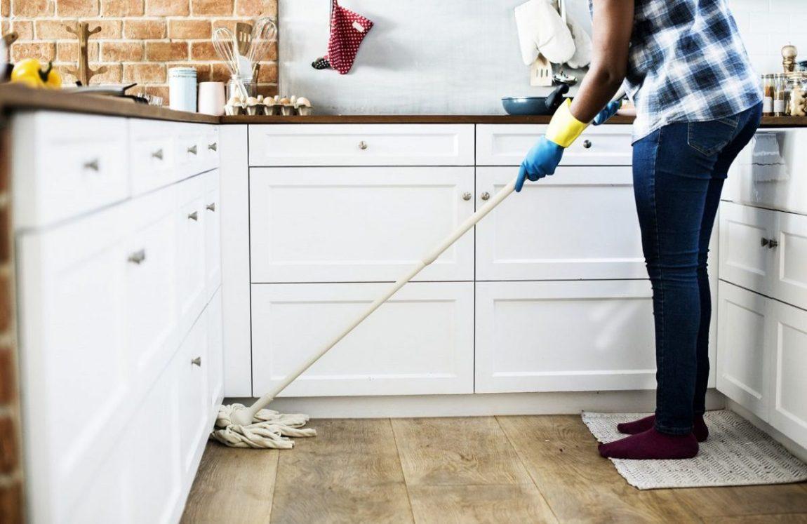 pulire parquet tutte zone casa