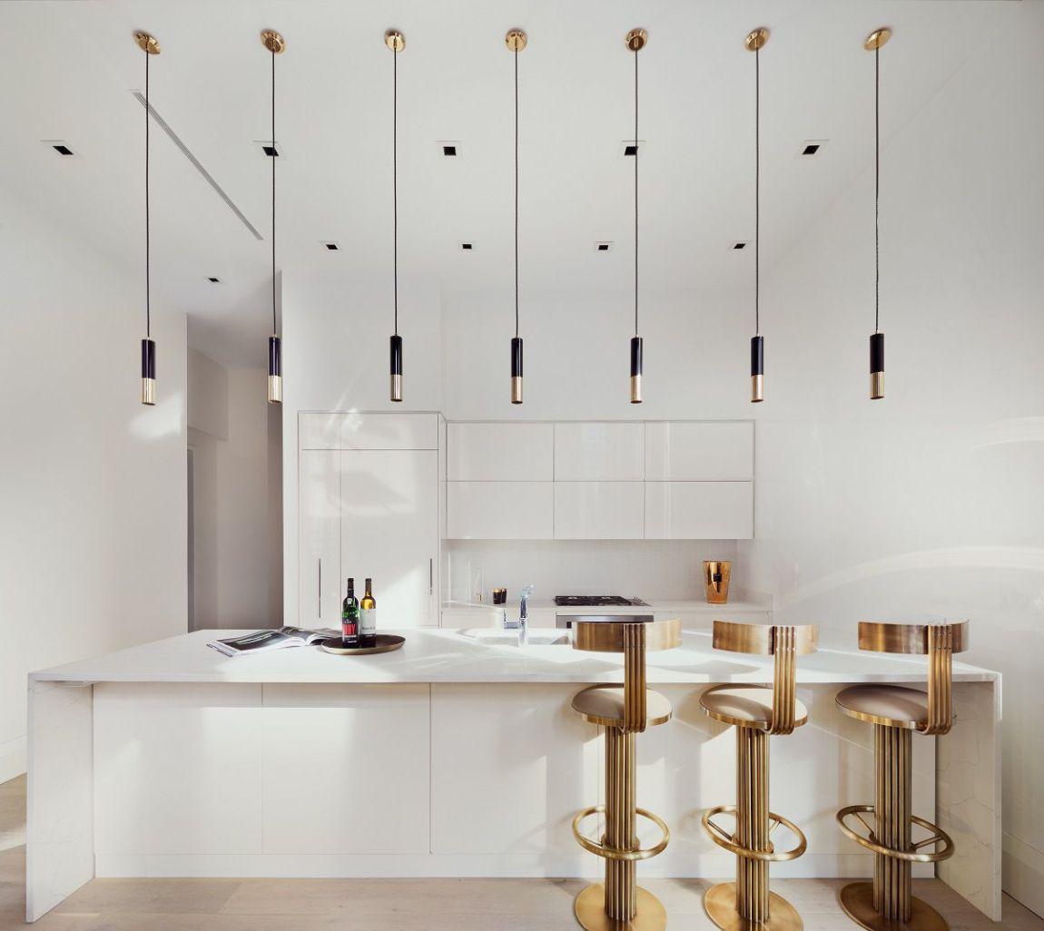 cucina moderna con luci sospese
