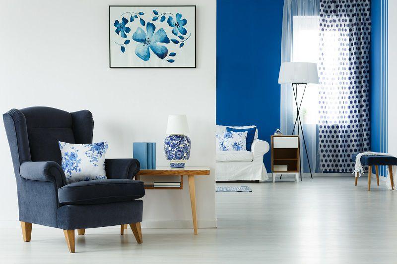 open space in bianco e blu