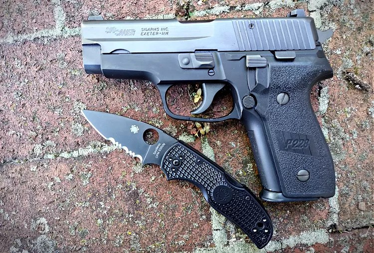 Sig Sauer P228 and Spyderco Native 5 knife.