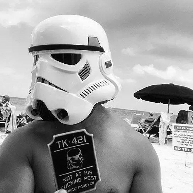 Finn Holding PVC Star Wars Patch
