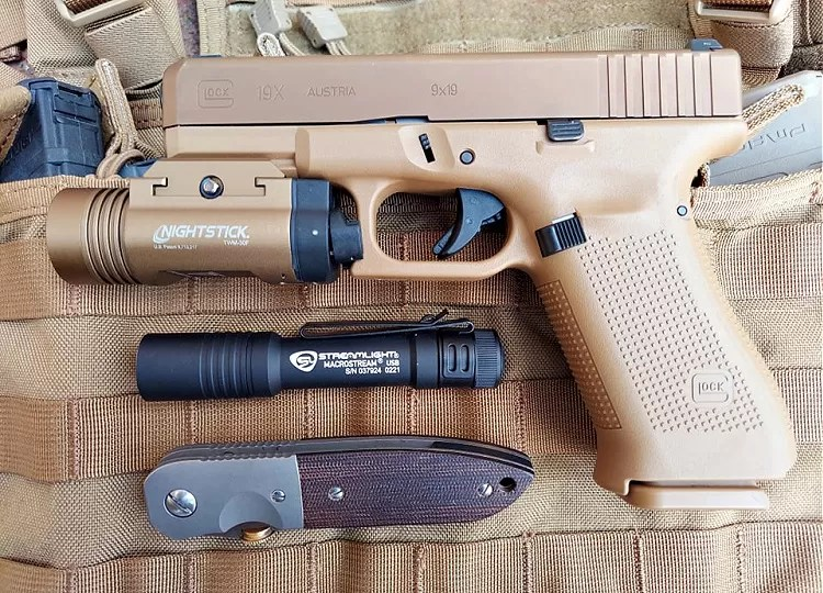 EDC kit: Streamlight Macrostream, Glock 19x, and Emercon CQC-6.