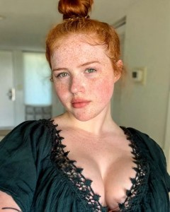 busty redhead @autumnflame