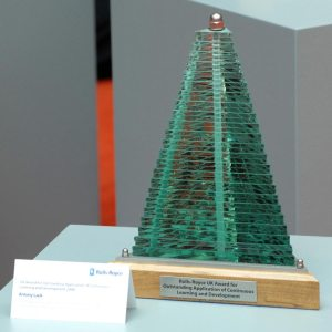 rolls-royce-uk-award-outstanding-application-continuous-learning-development-glass-steel-sculpture