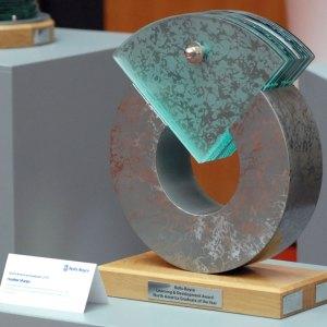 rolls-royce-learning-and-development-award-north-american-graduate-glass-steel-sculpture