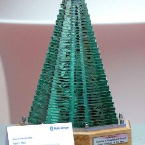 rolls-royce-learning-and-development-award-north-asian-graduate-glass-steel-sculpture