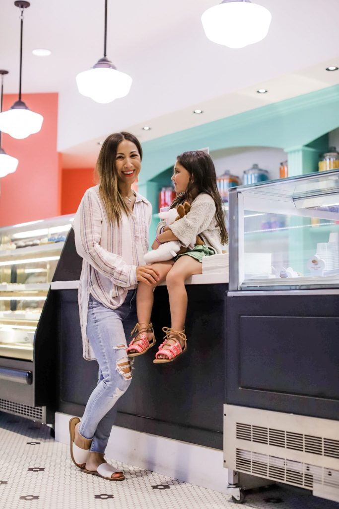 The Kartrite Resort Review by top US lifestyle blog, House of Leo Blog: image of mom and daughter at Kartrite Resort Pop's Sweet Shop