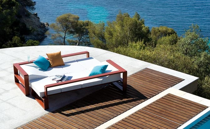 How Do You Protect Your Outdoor Furniture Properly?