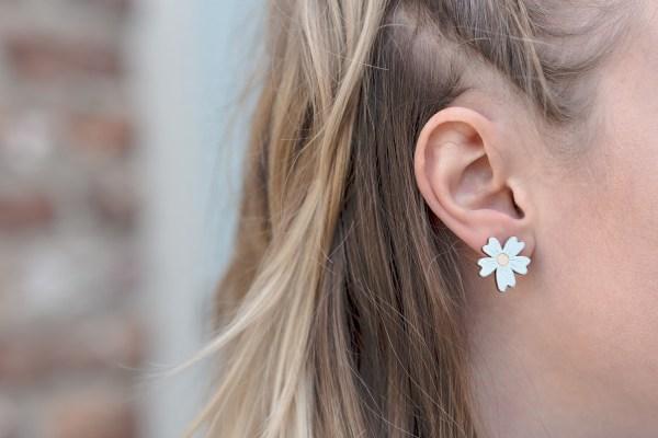 Lasercut oorbellen bloem