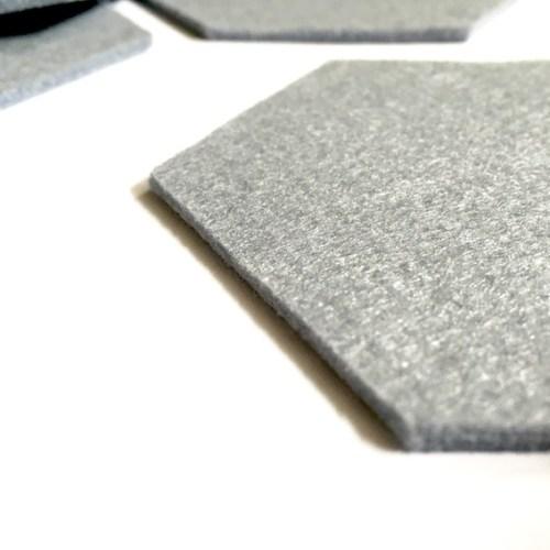 grijze onderzetters van vilt handgemaakt in hexagoon vorm