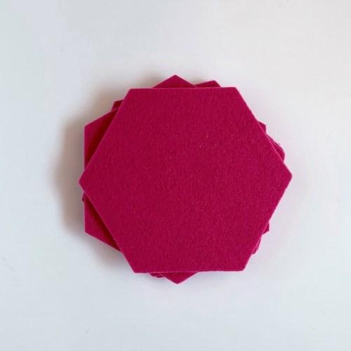 hexagon vilten onderzetters in een vrolijke roze kleur