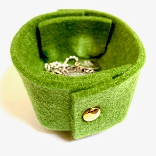 handgemaakt met liefde deze vilten mini-mand voor je sieraden