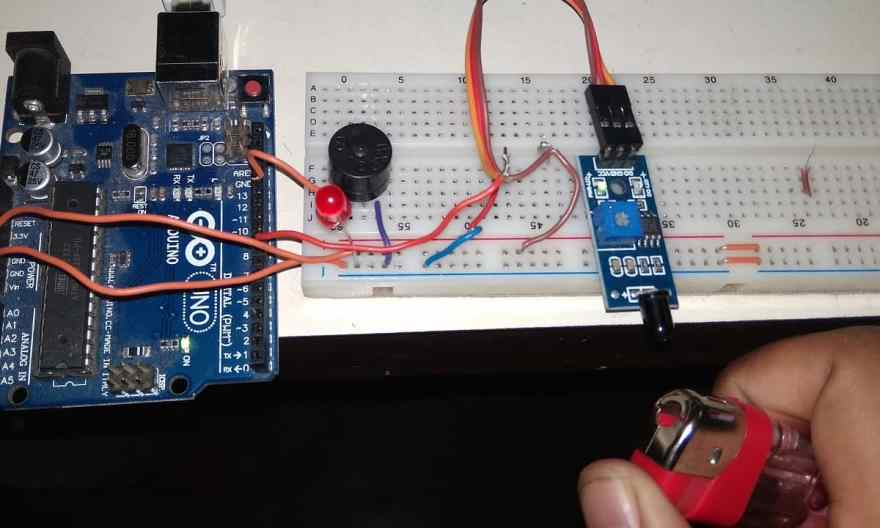 Fire Detector using Flame Sensor and Arduino