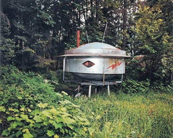 Космический корабль, построенный Грейнджер Тейлор на заднем дворе дома его родителей.