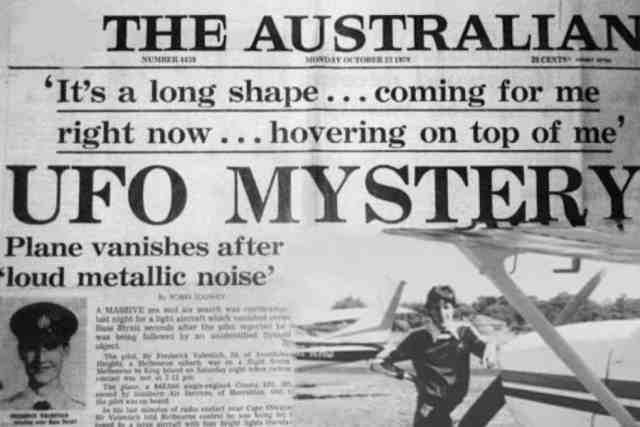 Australian Pilot Followed By Large UF