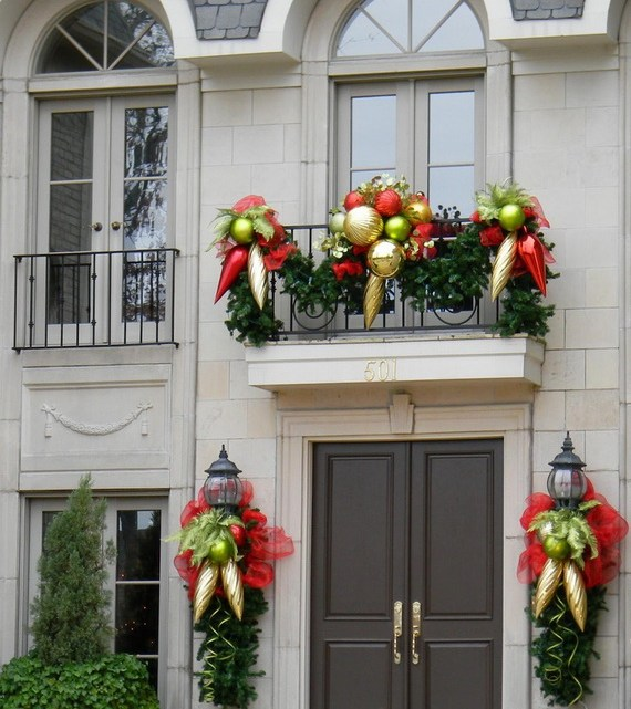 Ideas To Decorate A Balcony For Christmas