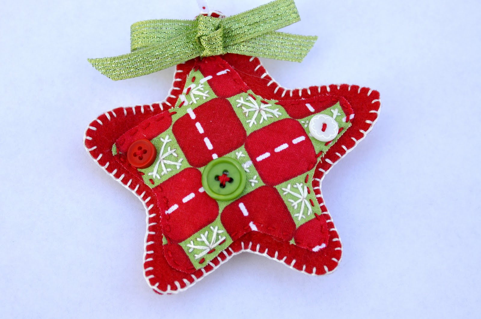 making christmas ornaments with felt at home