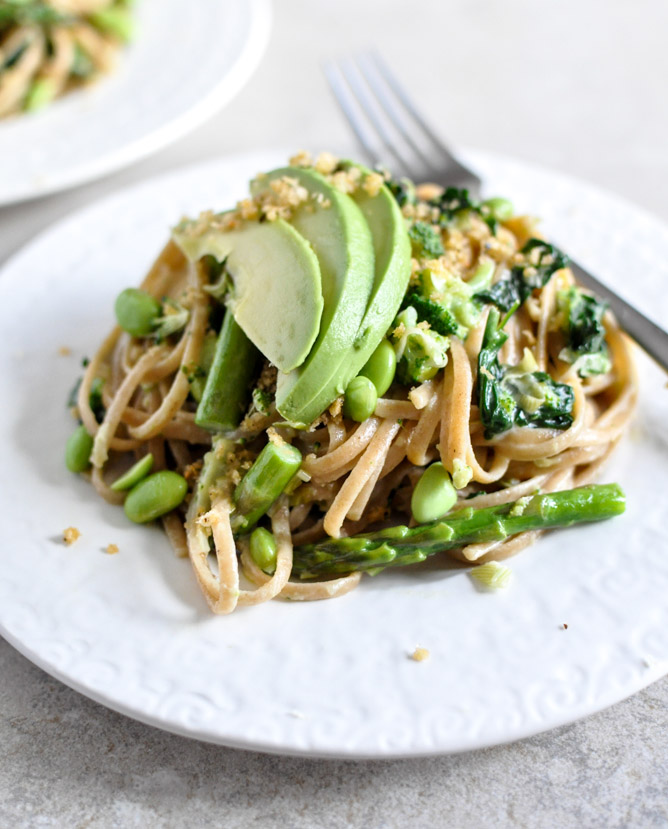 Creamy Pasta Verde with Garlic Brown Butter Breadcrumbs I howsweeteats.com