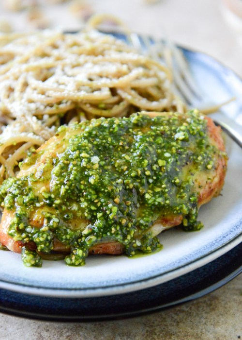 Pistachio Pesto Chicken with Whole Wheat Spaghetti I howsweeteats.com