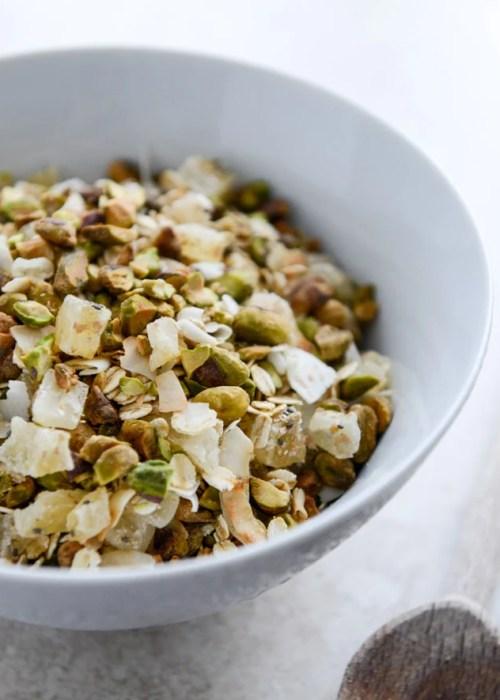 toasted pistachio and pineapple muesli I howsweeteats.com