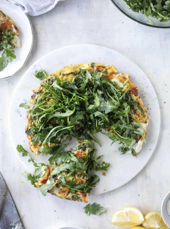 spring vegetable frittata with queso cheese and arugula I howsweeteats.com