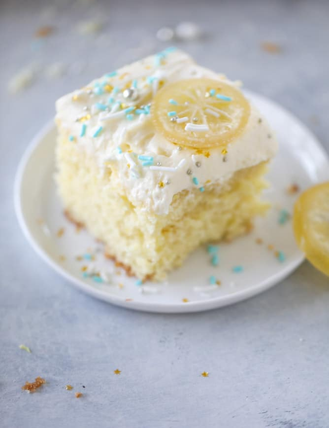 lemon sheet cake with cream cheese frosting I howsweeteats.com #lemon #cake #sheetcake #dessert #creamcheesefrosting
