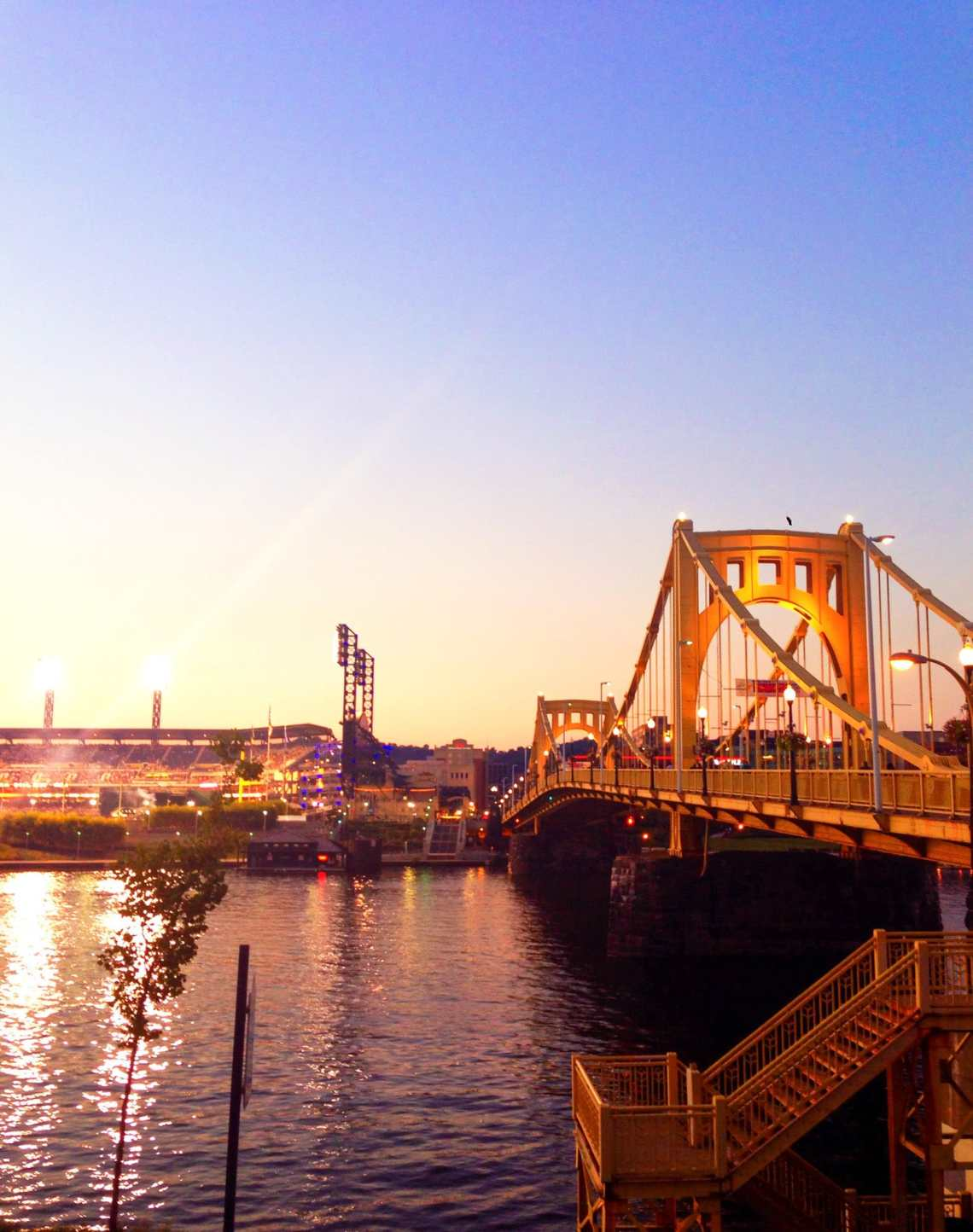 A guide to my favorites places to eat in Pittsburgh along with the best Pittsburgh restaurants. Everything from coffee to dinner! I howsweeteats.com #pittsburgh #restaurants
