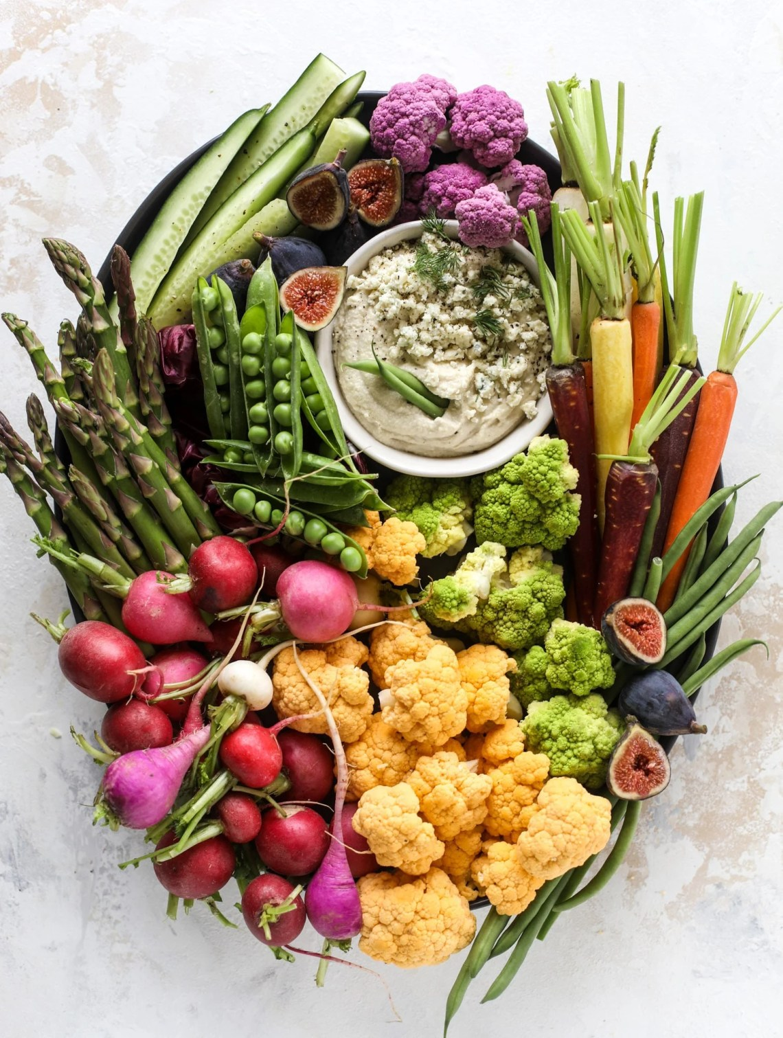 This creamy cashew blue cheese dip is a fantastic snack or appetizer! Grab some veggies, crackers and chips and get your dip on. I howsweeteats.com #bluecheese #dip