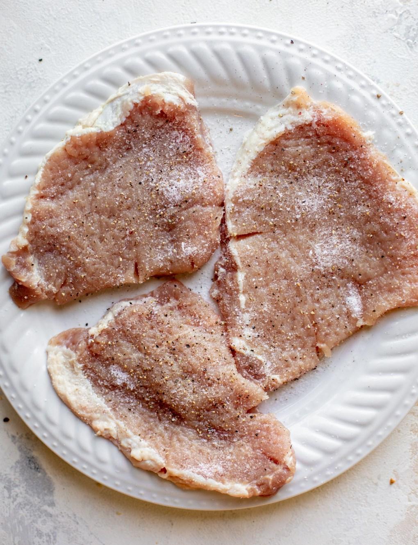 pork chops seasoned with salt and pepper