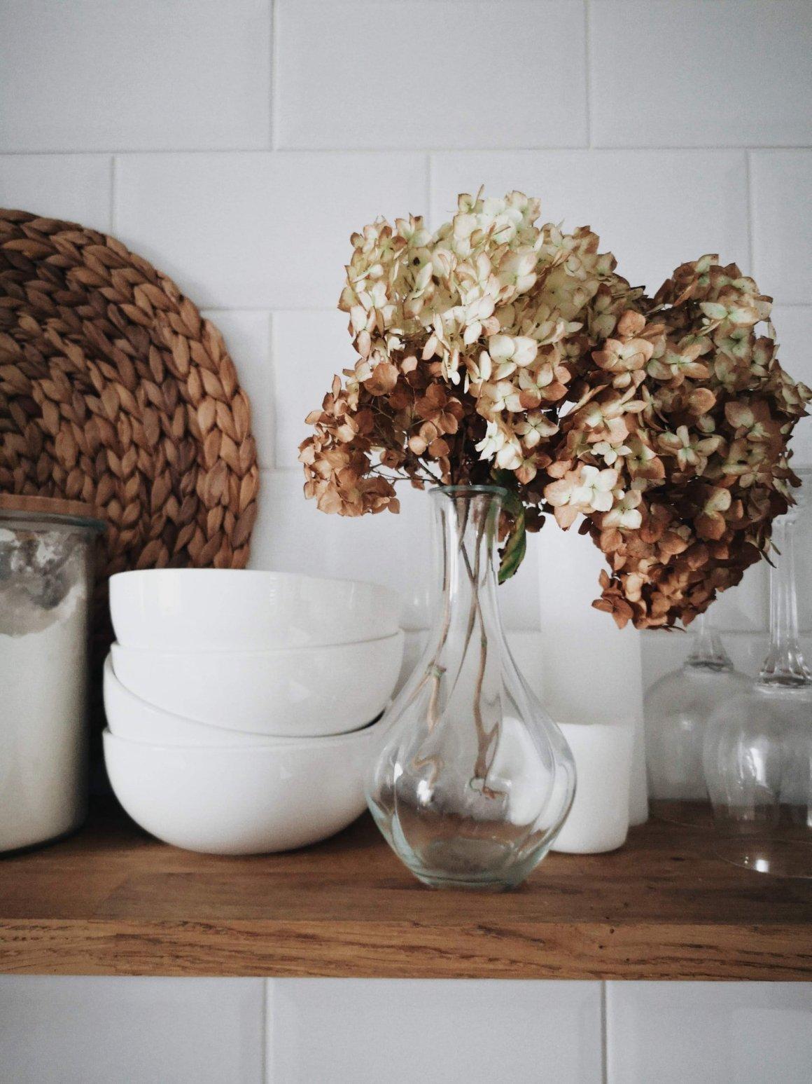 bohemian decor trend - dried flowers