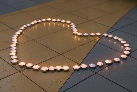 how to remove candle wax from tile