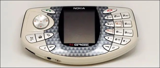 The Reason Why People Still Buy Feature Phones in 2020