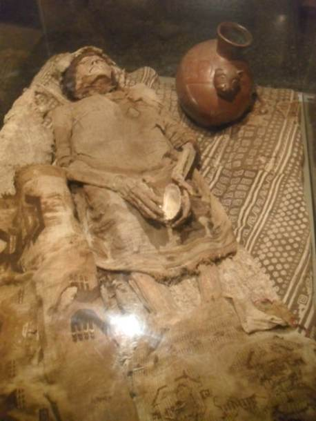 Mummy with burial pieces