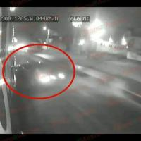 VIDEO: Auto invade carril confinado y choca contra Mexibús