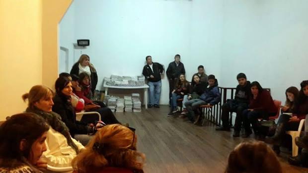 Entregan recursos didácticos para el programa de educación barrial que desarrolla el Frente Mercedino