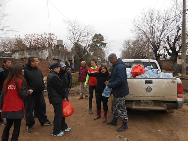 Continúa fuerte operativo de asistencia a inundados en los barrios
