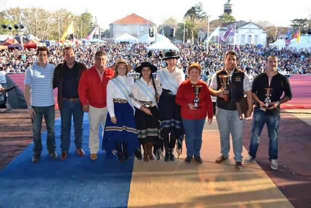 Chaqueño Palavecino cerró ante una multitud la Fiesta Nacional del Salame