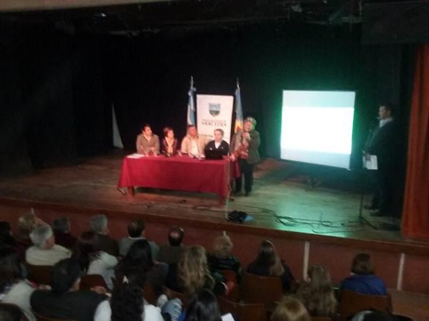 Exponen resultados de «Encuesta Joven» realizada entre UNLu y Municipio