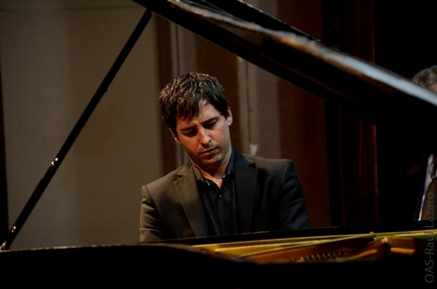 El pianista Ignacio Ares en el Colegio Nacional