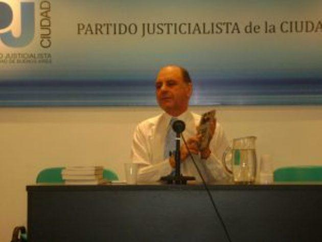 Julián Licastro presenta su libro «Entre todos o Nadie»