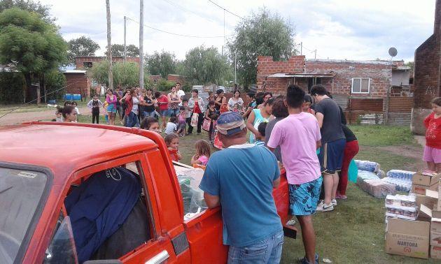 Movimiento Evita Mercedes entregó bolsas navideñas en distintos barrios