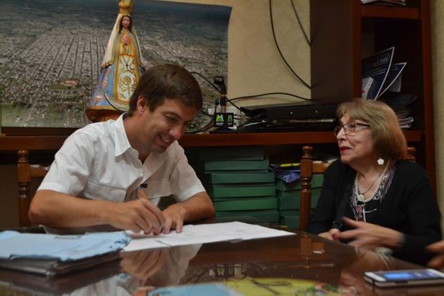 Firma de convenio entre Municipio y Biblioteca